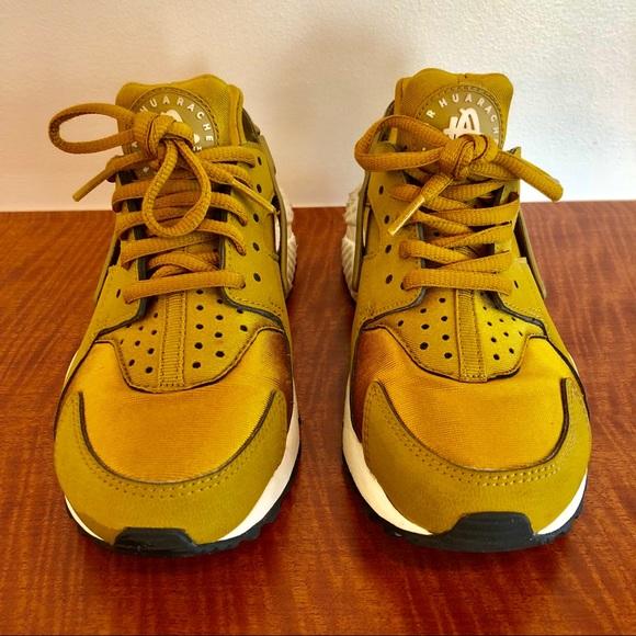 separation shoes 0666c fc900 Nike Women s Huarache Bronzine. Nike. M 5b7dadba5098a04d0e4c8366.  M 5b7dadbc5fef37c2cab49848. M 5b7dadbe74359b7f89219952.  M 5b7dadc01070ee3937e9ecda